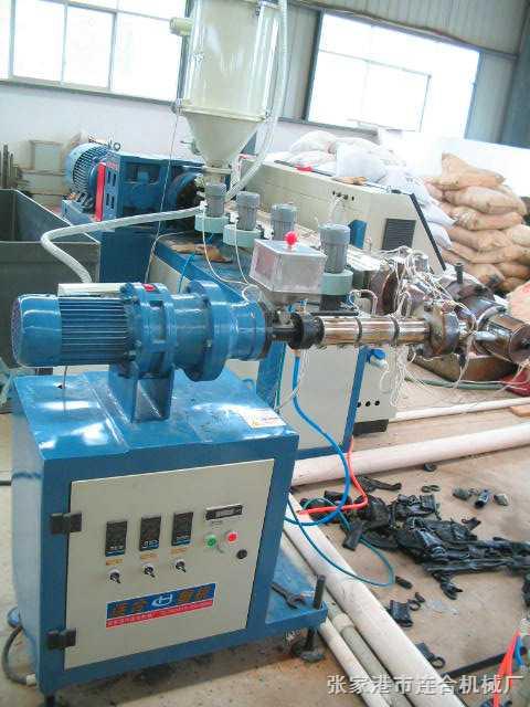 单螺杆PE管材挤出机